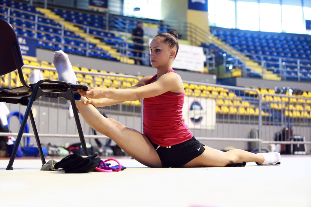 assouplissements d'une gymnaste