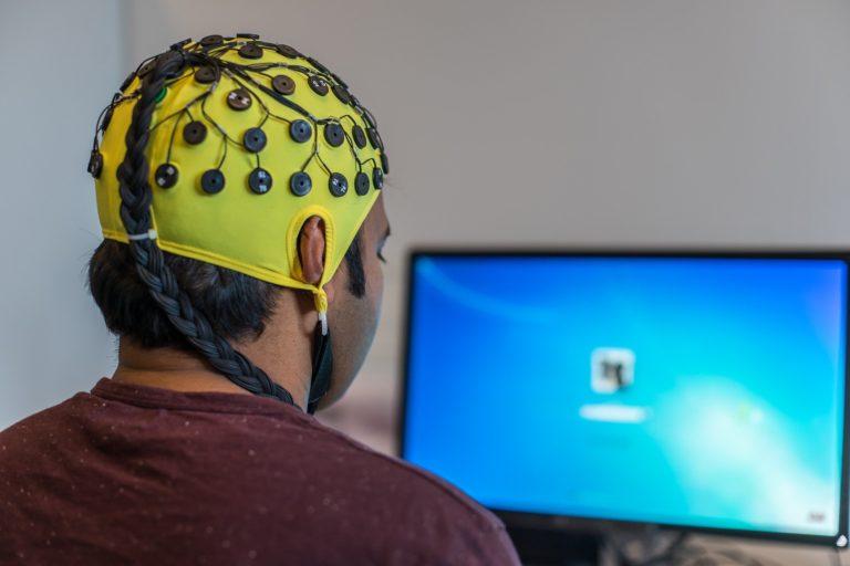 EEG devant un ordinateur