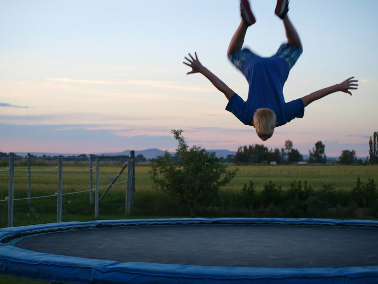 salto en trampoline